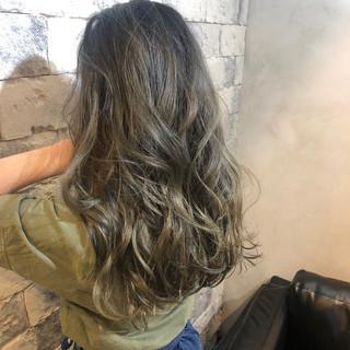 ハイライト ロング イルミナカラー 上品 ヘアスタイルや髪型の写真・画像