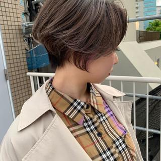 ショートボブ ミルクティーグレー ラベンダーグレー ハンサムショート ヘアスタイルや髪型の写真・画像