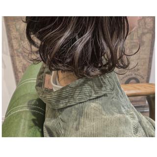 切りっぱなしボブ ナチュラル ボブヘアー フォギーアッシュ ヘアスタイルや髪型の写真・画像