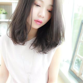 ミディアム アッシュ 大人かわいい 外国人風 ヘアスタイルや髪型の写真・画像