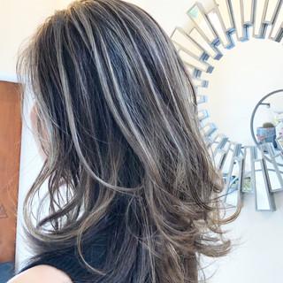 ミディアム グラデーションカラー ハイライト インナーカラー ヘアスタイルや髪型の写真・画像