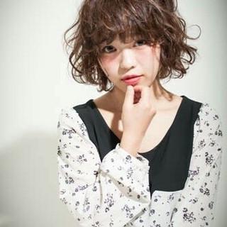 フェミニン 暗髪 パーマ ガーリー ヘアスタイルや髪型の写真・画像