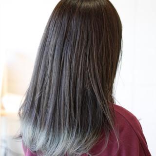 セミロング アッシュグレー グラデーションカラー ブリーチ ヘアスタイルや髪型の写真・画像