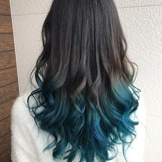デザインカラー コンサバ 巻き髪 ターコイズブルー ヘアスタイルや髪型の写真・画像