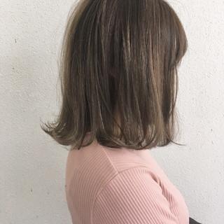 ロブ 外ハネ ハイライト ナチュラル ヘアスタイルや髪型の写真・画像