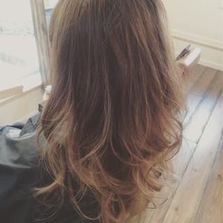 アッシュグラデーション 大人かわいい 外国人風カラー ナチュラル ヘアスタイルや髪型の写真・画像
