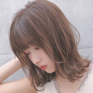 切りっぱなしボブ レイヤーカット アンニュイほつれヘア ミディアム ヘアスタイルや髪型の写真・画像
