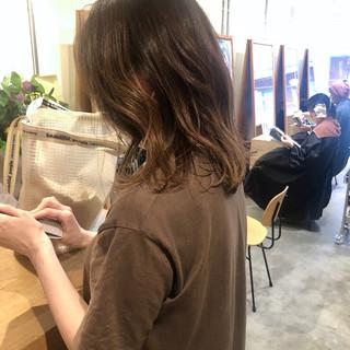 ベージュ ナチュラル パーマ グラデーションカラー ヘアスタイルや髪型の写真・画像