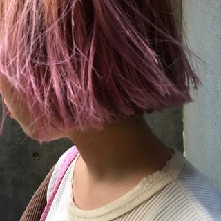 くせ毛風 デート ピンク ストリート ヘアスタイルや髪型の写真・画像