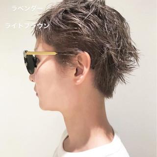 かっこいい グレージュ ナチュラル ショート ヘアスタイルや髪型の写真・画像