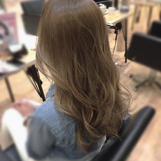 透明感 かっこいい エレガント グレージュ ヘアスタイルや髪型の写真・画像