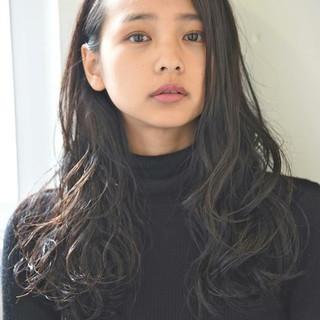 パーマ 黒髪 透明感 ニュアンス ヘアスタイルや髪型の写真・画像