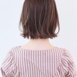 ミニボブ グレージュ フェミニン ハイライト ヘアスタイルや髪型の写真・画像