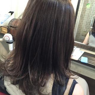 ダークアッシュ ミディアム ストリート グレージュ ヘアスタイルや髪型の写真・画像