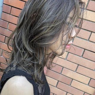 セミロング バレイヤージュ グレージュ フェミニン ヘアスタイルや髪型の写真・画像
