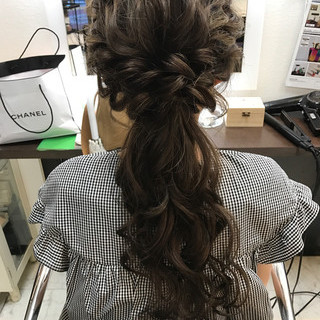アップスタイル セミロング 結婚式 ガーリー ヘアスタイルや髪型の写真・画像
