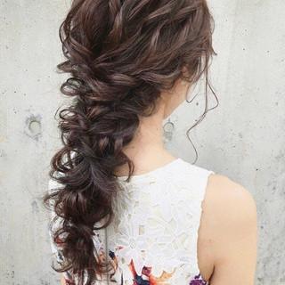 結婚式ヘアアレンジ フェミニン アンニュイほつれヘア ゆるナチュラル ヘアスタイルや髪型の写真・画像