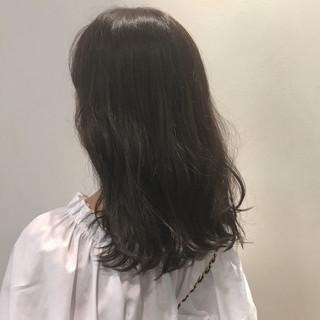 秋 セミロング ナチュラル イルミナカラー ヘアスタイルや髪型の写真・画像