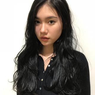 コリアンネイビー パーマ ロング 黒髪 ヘアスタイルや髪型の写真・画像 ヘアスタイルや髪型の写真・画像