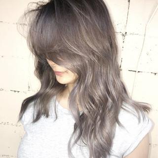 グレージュ ハイトーン 外国人風 デート ヘアスタイルや髪型の写真・画像