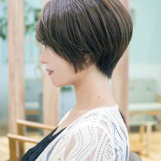 フェミニン ショートボブ オフィス ショート ヘアスタイルや髪型の写真・画像