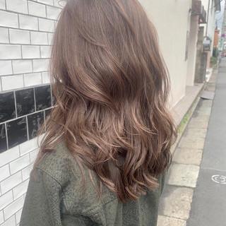 透明感カラー グレージュ ロング ナチュラル ヘアスタイルや髪型の写真・画像