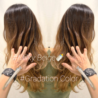 バレイヤージュ ロング ブロンドカラー ナチュラル ヘアスタイルや髪型の写真・画像