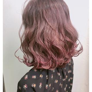 ベージュ ミディアム ピンク ベリーピンク ヘアスタイルや髪型の写真・画像