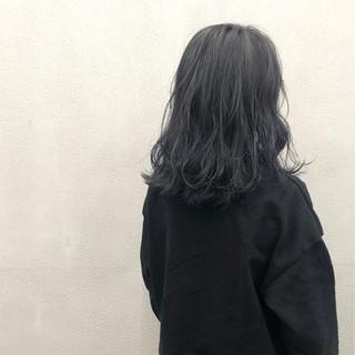 グレージュ ブルー 外ハネ 波ウェーブ ヘアスタイルや髪型の写真・画像