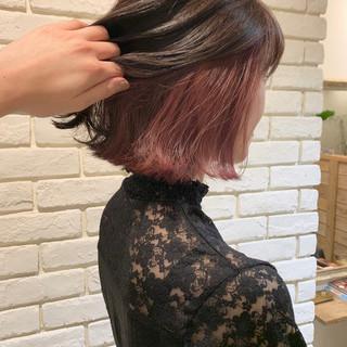 インナーピンク ボブ 切りっぱなしボブ インナーカラー ヘアスタイルや髪型の写真・画像