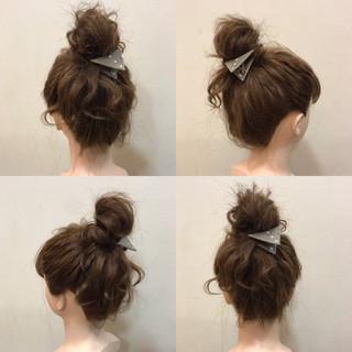 お団子 ミディアム 波ウェーブ ヘアアレンジ ヘアスタイルや髪型の写真・画像