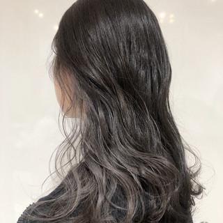 シルバーグレージュ 波ウェーブ ロング インナーカラー ヘアスタイルや髪型の写真・画像