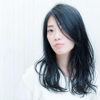 ロング 暗髪 大人かわいい ナチュラル ヘアスタイルや髪型の写真・画像