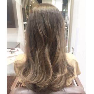 ハイライト アッシュ 外国人風 巻き髪 ヘアスタイルや髪型の写真・画像