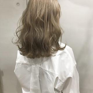外国人風カラー 金髪 ヘアアレンジ ウェーブ ヘアスタイルや髪型の写真・画像