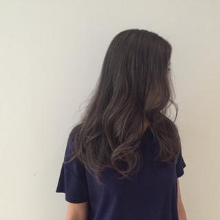 グレー ダブルカラー 暗髪 シルバー ヘアスタイルや髪型の写真・画像