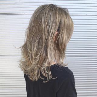 ホワイト フェミニン ミディアム 外国人風 ヘアスタイルや髪型の写真・画像