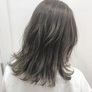 シアーベージュ フェミニン アッシュベージュ ミルクティーベージュ ヘアスタイルや髪型の写真・画像