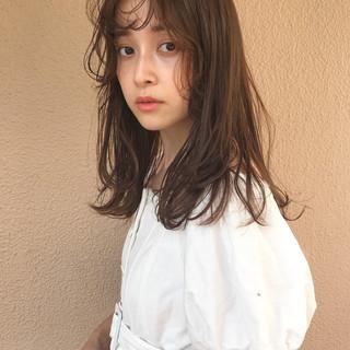 エフォートレス アウトドア オフィス ミディアム ヘアスタイルや髪型の写真・画像