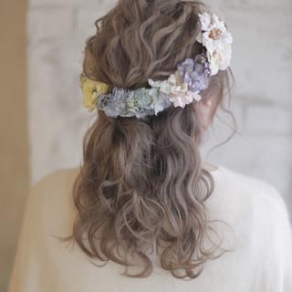 結婚式 大人かわいい 外国人風 セミロング ヘアスタイルや髪型の写真・画像 ヘアスタイルや髪型の写真・画像
