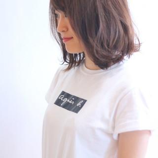 リラックス アウトドア デート ナチュラル ヘアスタイルや髪型の写真・画像