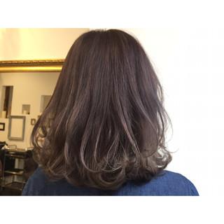 ブルージュ アッシュ 外ハネ ストリート ヘアスタイルや髪型の写真・画像