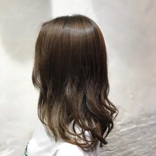 ブルージュ ミディアム コンサバ アッシュベージュ ヘアスタイルや髪型の写真・画像