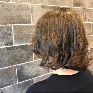 グレージュ ナチュラル カール アッシュグレージュ ヘアスタイルや髪型の写真・画像 ヘアスタイルや髪型の写真・画像