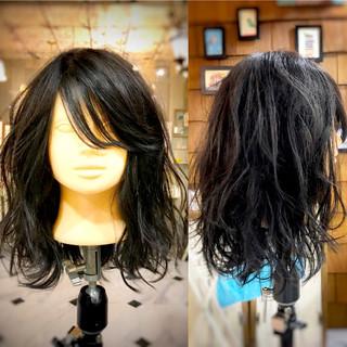 オフィス パーマ ロング 波ウェーブ ヘアスタイルや髪型の写真・画像 ヘアスタイルや髪型の写真・画像