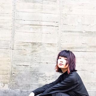 ミディアム ウルフカット 色気 ラベンダーアッシュ ヘアスタイルや髪型の写真・画像