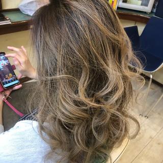 上品 外国人風カラー バレイヤージュ 冬 ヘアスタイルや髪型の写真・画像