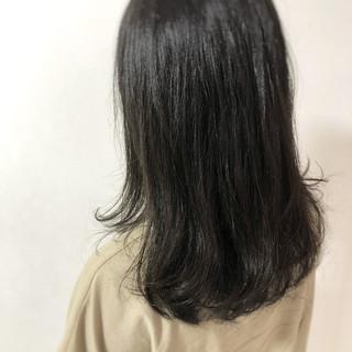 アッシュグレー 暗髪女子 セミロング 暗髪 ヘアスタイルや髪型の写真・画像