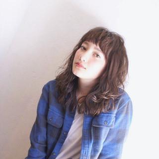 外国人風 ミディアム ウェットヘア ストリート ヘアスタイルや髪型の写真・画像