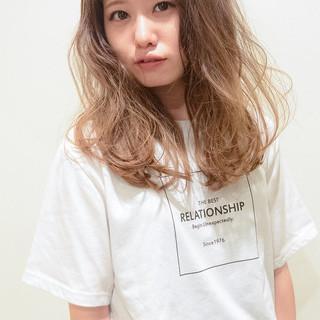 ロング 外国人風 グラデーションカラー オン眉 ヘアスタイルや髪型の写真・画像